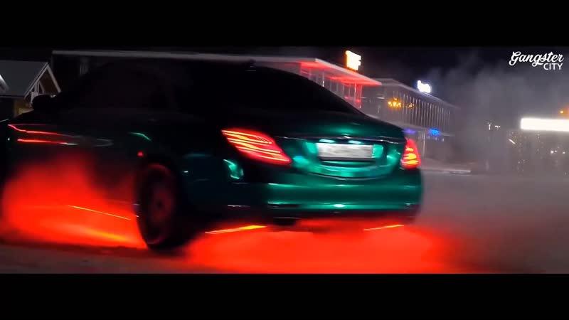 Kadir Burak Hold It Up Cars Showtime