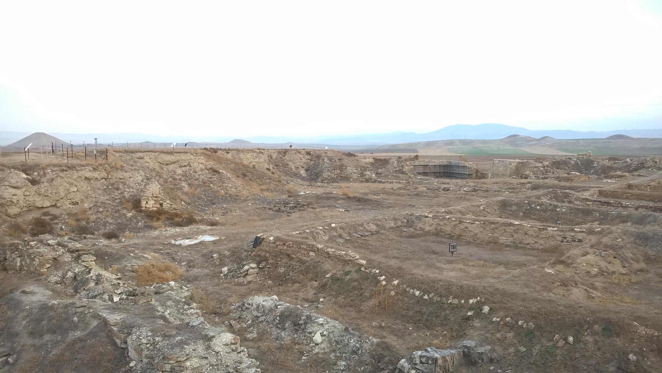 Остатки древнего укреплённое поселение фригийцев около музея Гордион