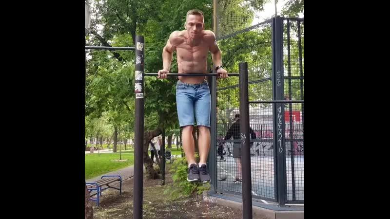 Максим Трухоновец
