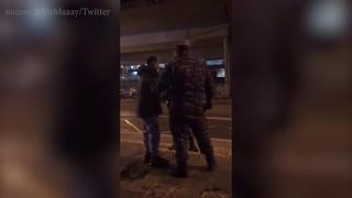 Чернокожего задерживают в Москве, называют обезьяной и обещают сломать нос #blacklivesmatter