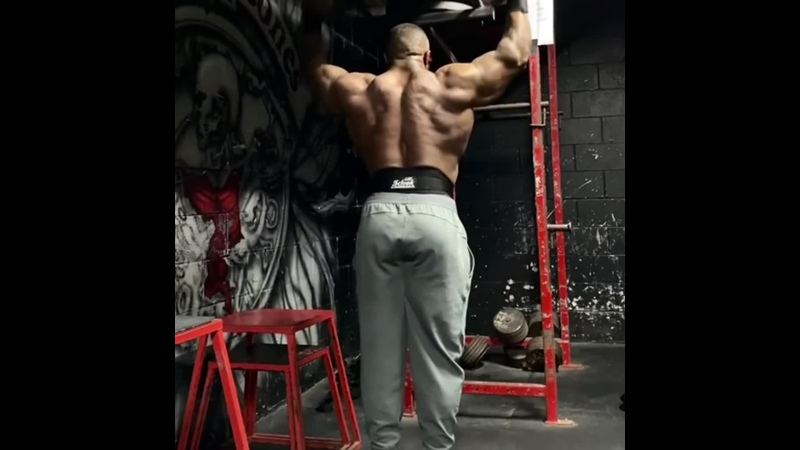 Charles Griffen Trains Delts