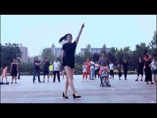 Красавица танцует Шафл на каблуках🔥