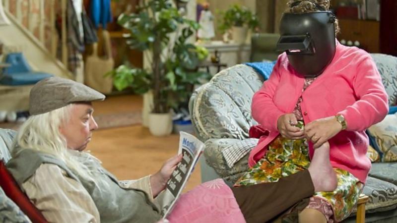 S02E01 Мальчики миссис Браун Mrs Brown's Boys 2012