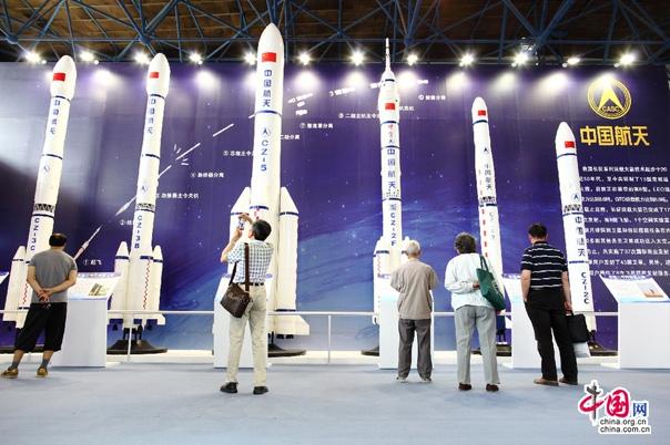 Китай провел испытания мощнейшего в мире монолитного твердотопливного ракетного двигателя