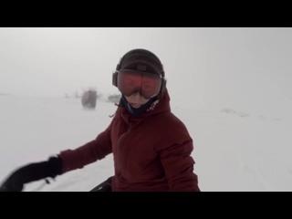 Сноубордистка случайно сняла гнавшегося за ней медведя [720]
