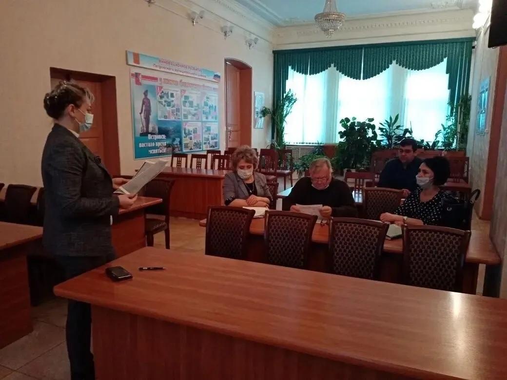 В администрации Петровского района обсудили механизм оказания высокотехнологичной медпомощи ветеранам