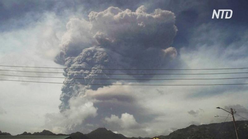 На острове Сент Винсент проснулся древний вулкан людей эвакуируют