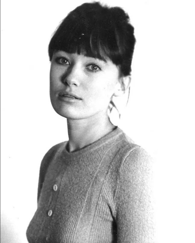 Лариса Гузеева прошла интересный, полный ухабов, взлетов и падений, жизненный путь.