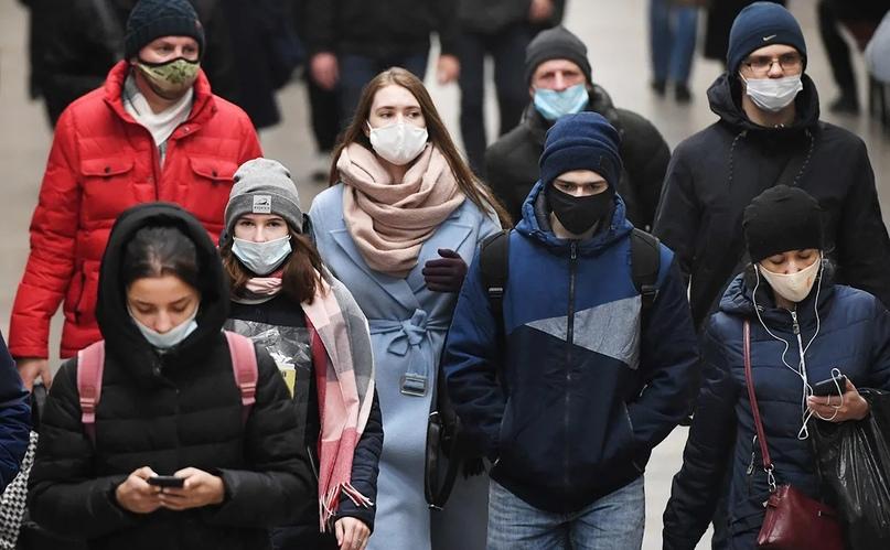 Более половины опрошенных россиян заявили о нежелании отказываться от масок