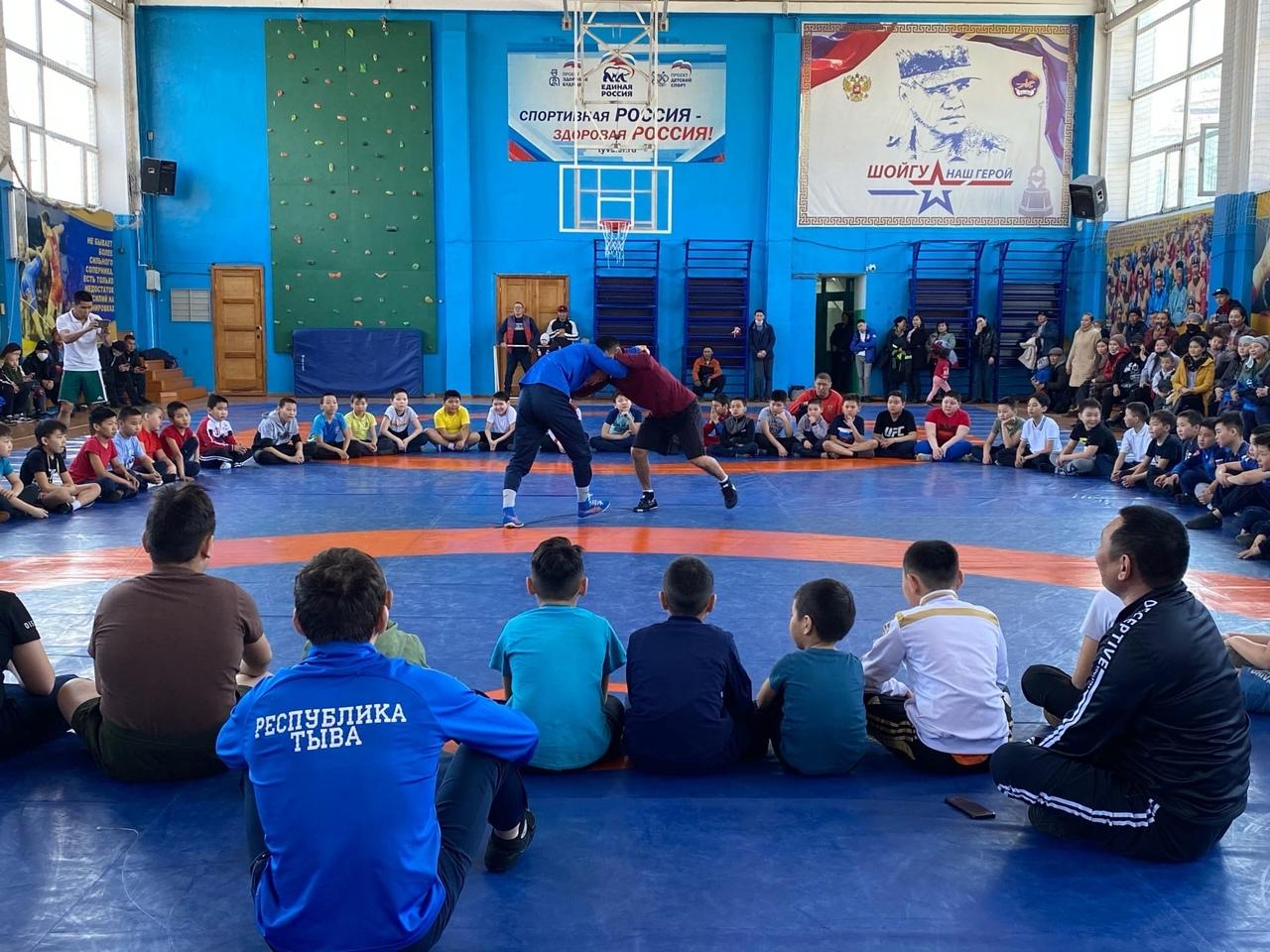 Единая Россия организовала бесплатные секции по вольной борьбе для всех желающих детей