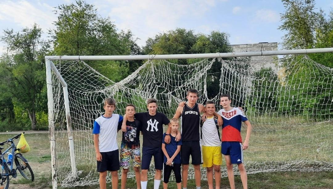 Дворовые футбольные команды Петровска встретились в товарищеском матче
