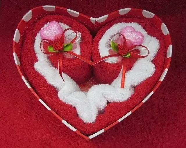 как свернуть полотенце в виде сердца своими руками,