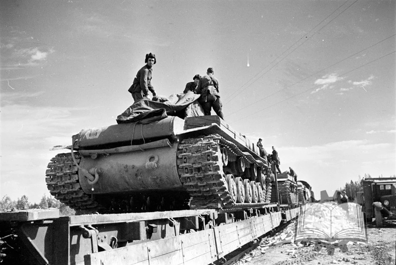 С августа (фактически с сентября) 1941 года стали формировать танковые бригады, которые имели куда менее громоздкую организацию.