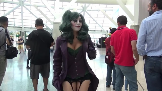 Cosplayer Harley Quinn dance!