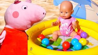 Peppa Pig monta una piscina para el bebé Baby Born. La Escuela de mamá. Vídeos infantiles educativos