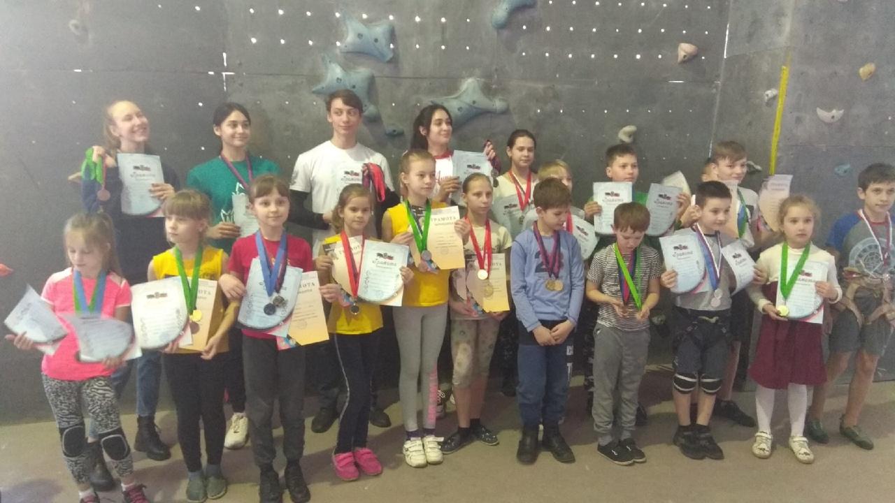 В Донецке прошли городские соревнования по скалолазанию