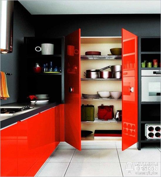 Смелое цветовое решение на кухне