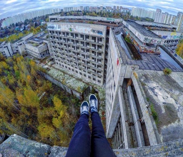 Кровавая жатва ХЗБ. Москва, 1992 2018 годы. Гигантскую больницу на 1300 коек начали возводить в 1980-м на заболоченном пустыре. В 1985 году здание было почти готово: в некоторых оконных проемах