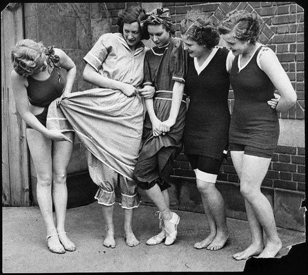 Эволюция женского купальника.