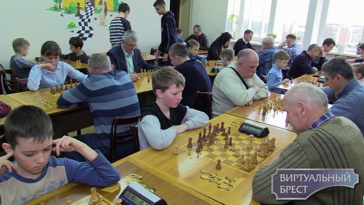 В БГОЦМТ состоялся турнир «Папа, мама и я – шахматная семья»