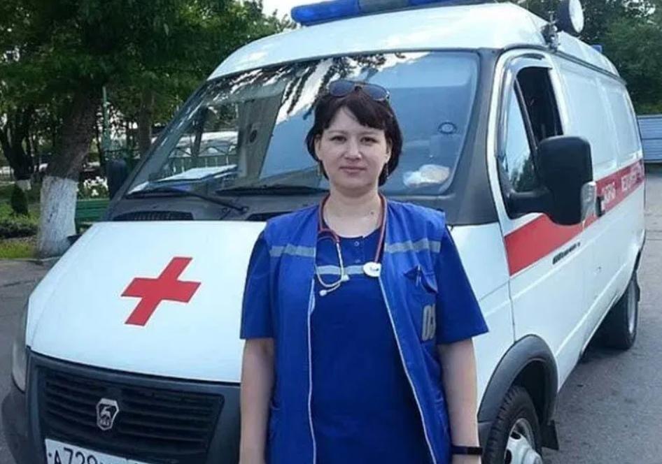 Врач скорой помощи засудила женщину, которая попросила ее надеть бахилы