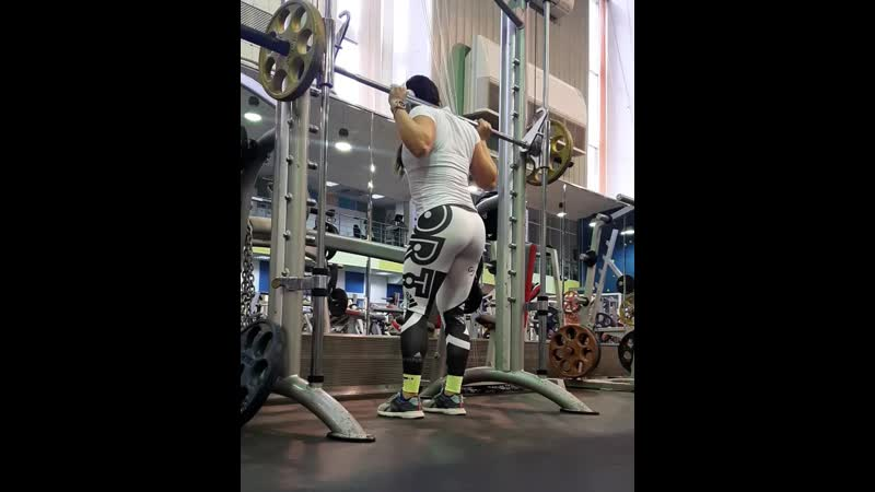 Отрывок с тренировки ног