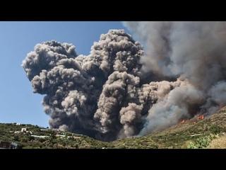 Captan Erupcion Del Volcan Stromboli En Italia MAYO 20, 2021 / ESTA PASANDO EN ITALIA ERUPCION, LAVA
