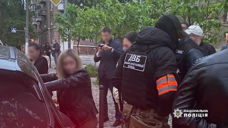 В Одесі правоохоронці викрили двох співробітників поліції охорони які налагодили діяльність борделю